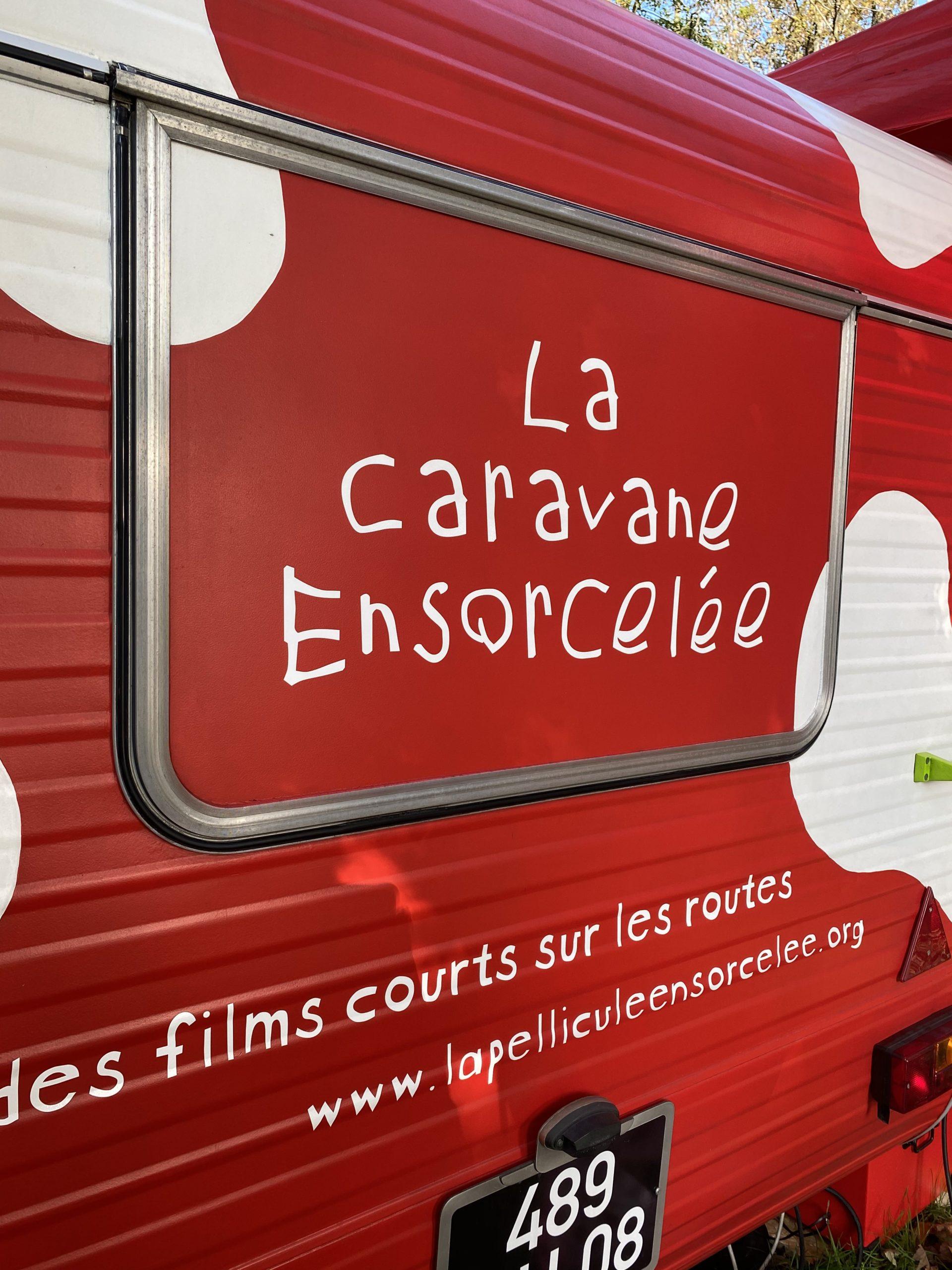 Photo arrière de La Caravane Ensorcelée